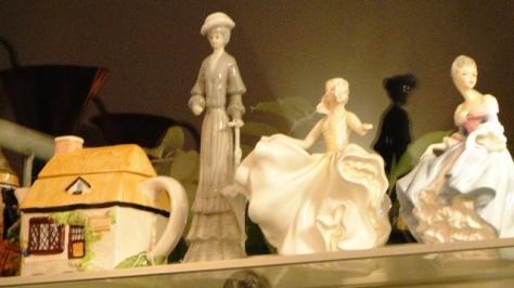 Three ladies' figurine